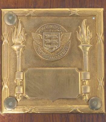 A 9CT GOLD DIVISION II CHAMPIO