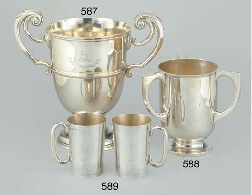 A PAIR OF IRISH SILVER PINT MU