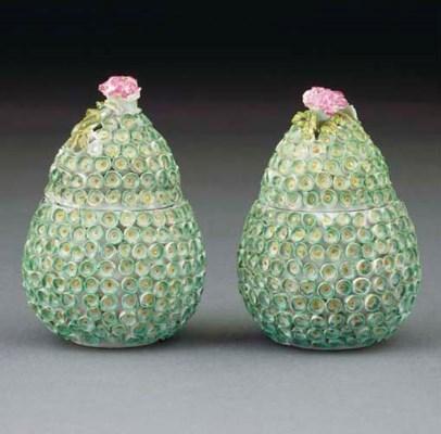 A pair of Derby flower-encrust