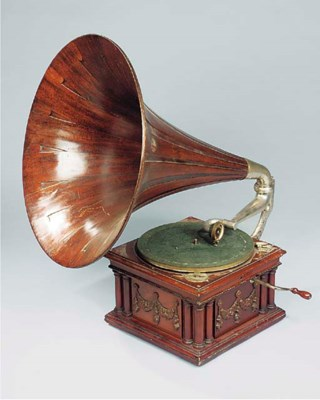 A New Melba mahogany horn Gram