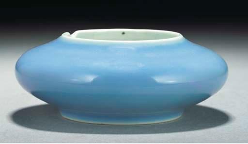 A lavender glazed brushwasher,