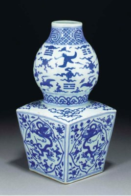 A blue and white sheng vase, J