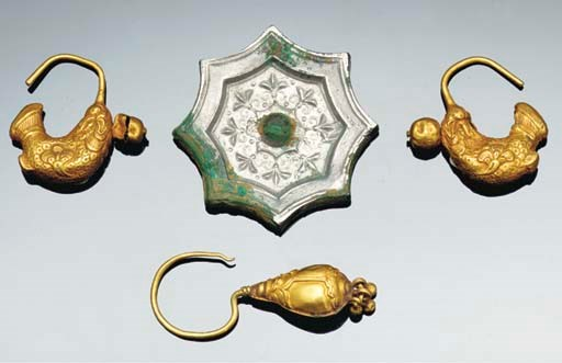 A pair of gold earrings, 8th-1