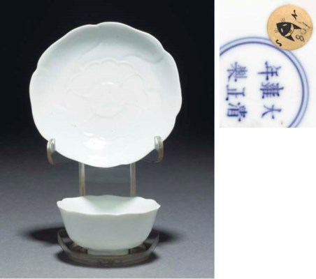 A white glazed floriform teabo
