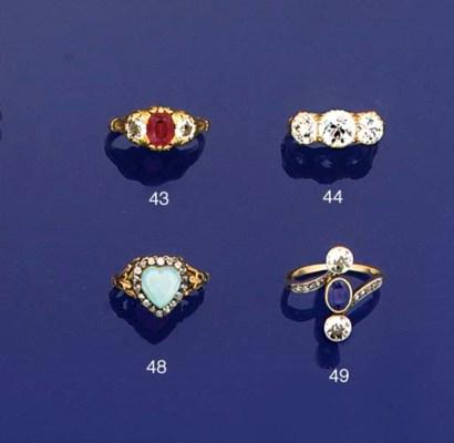 A Victorian diamond three ston