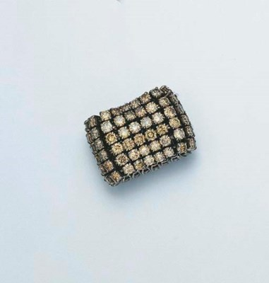 A LIGHT BROWN DIAMOND RING