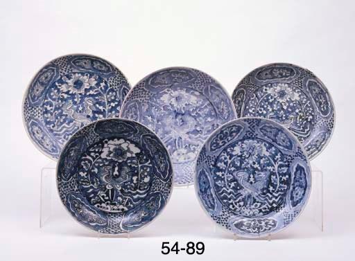 FIVE SIMILAR PLATES (5)