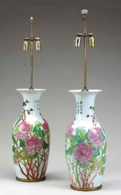 A PAIR OF FAMILLE ROSE LAMPS,
