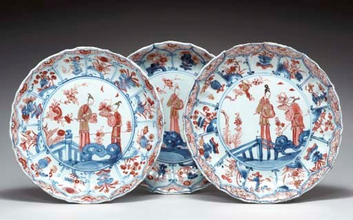 A SET OF THREE CHINESE IMARI F