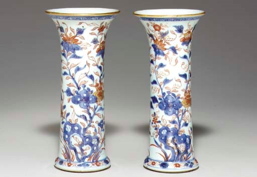 A PAIR OF CHINESE IMARI SMALL
