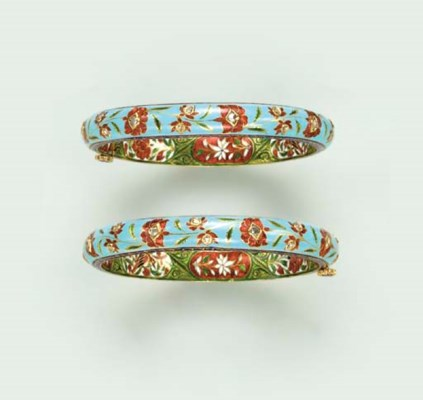 A PAIR OF INDIAN POLYCHROME EN