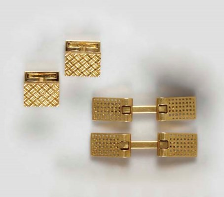 TWO PAIRS OF 18K GOLD CUFF LIN
