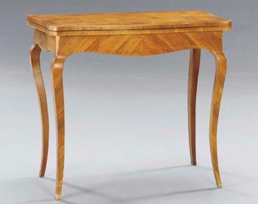 AN ITALIAN WALNUT SIDE TABLE,