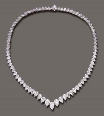 AN ELEGANT DIAMOND LINE NECKLA