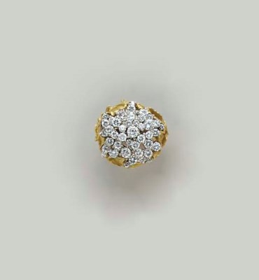 A DIAMOND AND 18K GOLD RING