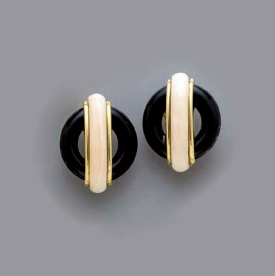 **A PAIR OF ONYX, CORAL AND 18