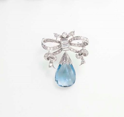 A DIAMOND AND AQUAMARINE PENDA