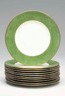 A SET OF ELEVEN CAULDON DINNER