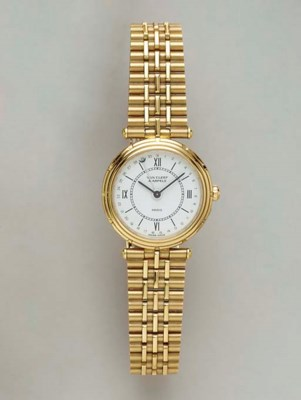 AN 18K GOLD WRISTWATCH, BY VAN