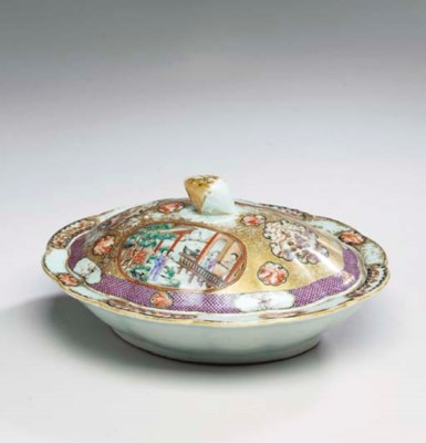 A CHINESE EXPORT PORCELAIN OVA