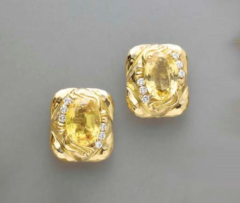 A PAIR OF YELLOW SAPPHIRE, DIA