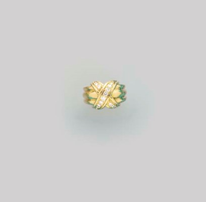 A 18K GOLD AND DIAMOND RING, B