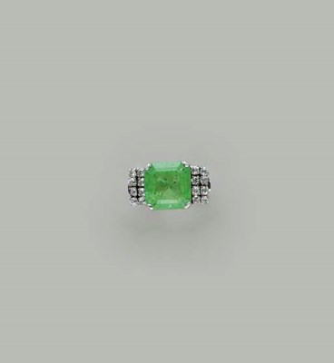 AN EMERALD, DIAMOND AND PLATIN