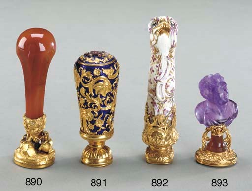 A GOLD-MOUNTED AMETHYST HAND S