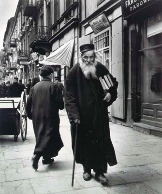 ROMAN VISHNIAC (1897-1990)