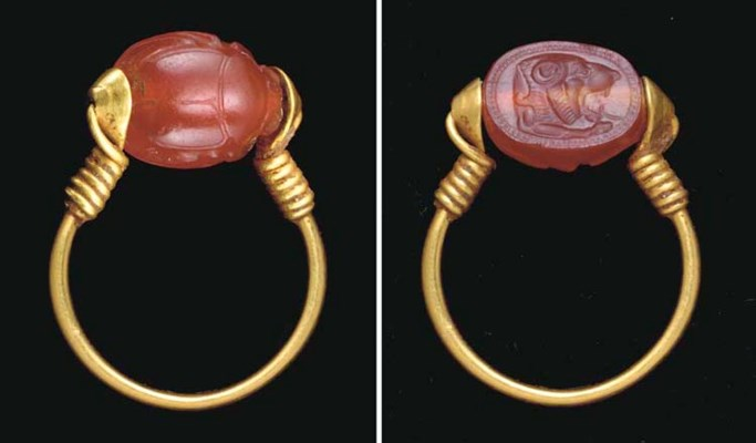 AN EAST GREEK GOLD AND CARNELI