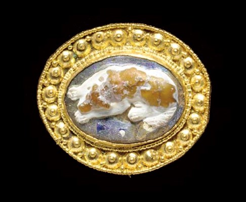 A ROMAN GOLD AND GLASS CAMEO B