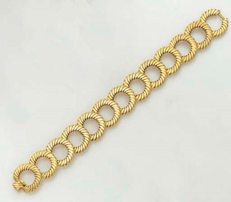 A GOLD BRACELET, BY VAN CLEEF