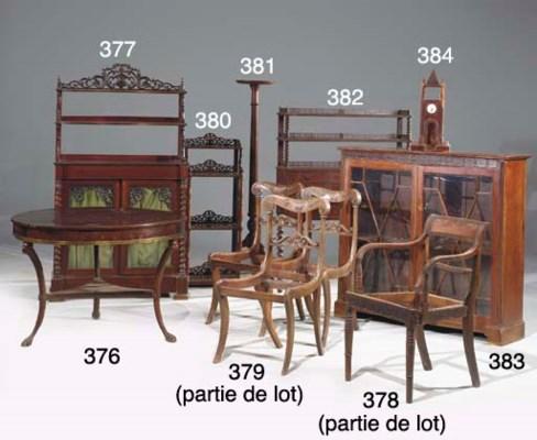 BUREAU A GRADIN VERS 1850