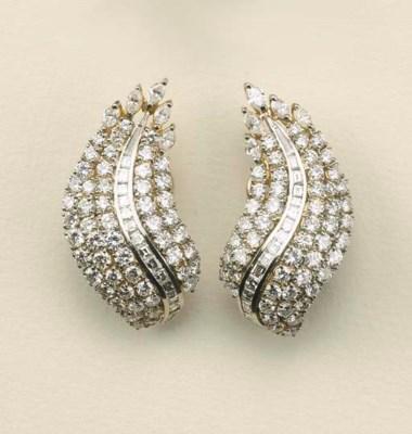 Paio di orecchini in oro bicol