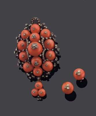 AN ANTIQUE CORAL BROOCH WITH E