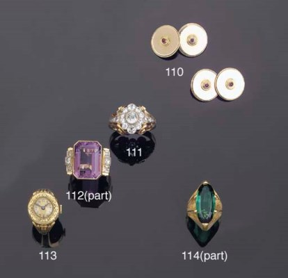 (4)    A COLLECTION OF JEWELLE