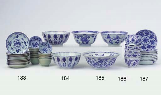 (24) A blue and white bowl and