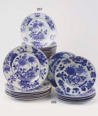 A set of fourteen blue and whi