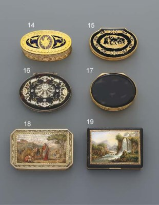 A GOLD-MOUNTED HARDSTONE SNUFF