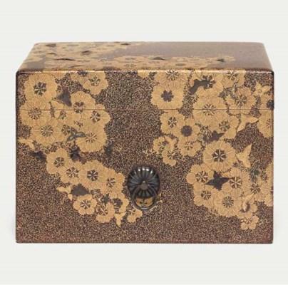 A small tebako [accessory box]