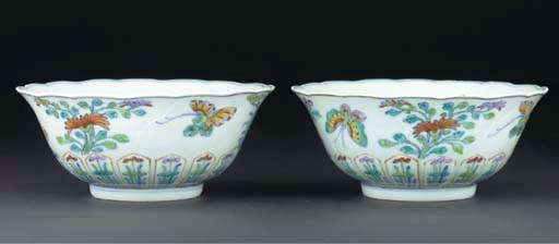 A pair of doucai-style bowls,