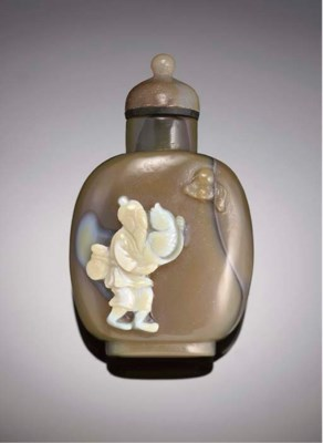 A Chinese cameo agate snuff bo