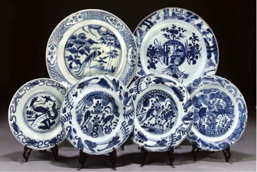 A late Ming blue and white pla