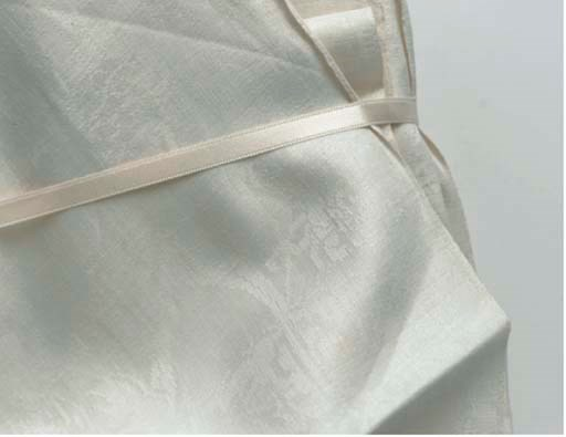 SIX WHITE LINEN DAMASK NAPKINS