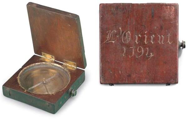 AN 18TH CENTURY POCKET COMPASS