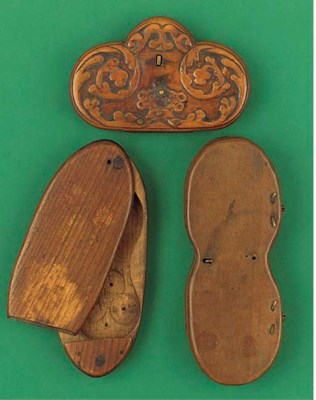 A 17th-Century wooden spectacl