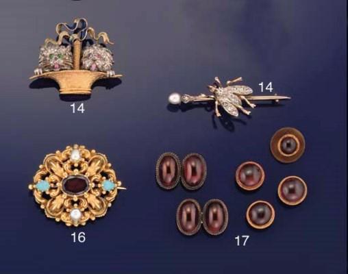 A Victorian gold-mounted garne