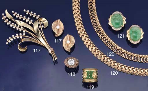A small group of jewellery by