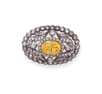 A YELLOW SAPPHIRE AND DIAMOND