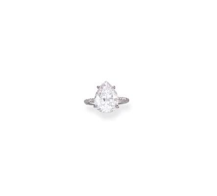 A CHARMING DIAMOND RING